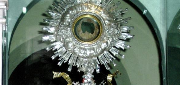 Czy cuda eucharystyczne są happeningami iluzjonistów?