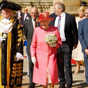 Photo Queen on Diamond Jubilee by West Midlands Police/CC BY SA 2.0