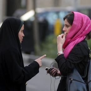 În Iran agenți sub acoperire vor veghea ca vălul islamic să fie purtat corect - Foto The Guardian