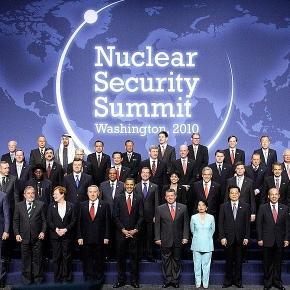 Fotografia de grup de la primul Summit de Securitate Nucleară din 2010
