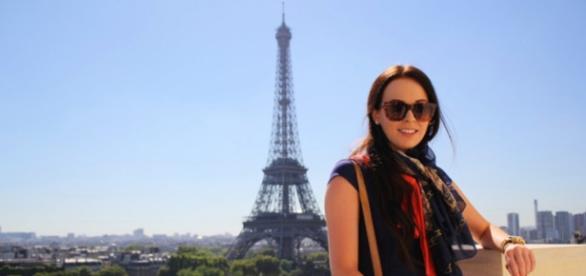Brooke Saward, tânăra plătită să călătorească, foto la Paris