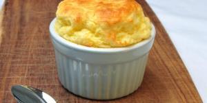 Suflê de queijo fôfo e saboroso