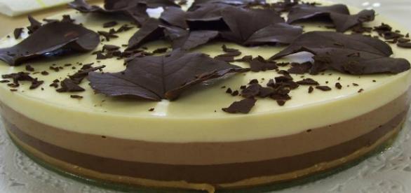 Torta ai tre cioccolati: una golosità paradisiaca