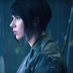 Why Ms. Scarlett may have not been the best choice for Motoko. Credit to YouTube.