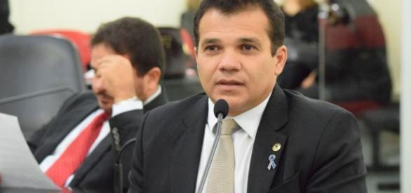 Deputado Ricardo Nezinho (PMDB), autor do projeto de lei que proíbe professores de opinar em sala no Alagoas.