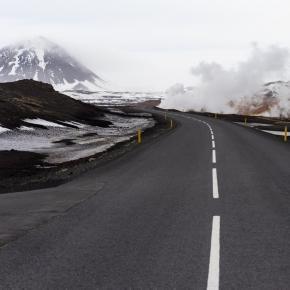 Islandzka Ring Road okrążająca całą wyspę.