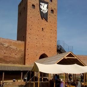 Czerska, wieża bramna w sobotę - od kuchni