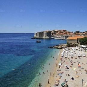 Polacy chętniej spędzają wakacje za granicą