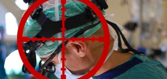 În mod absolut gratuit un lunetist l-a ucis pe ultimul chirurg dintr-un oraș sirian asediat