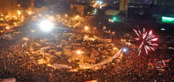 Piața Tahrir în februarie 2011, sărbătorind demisia președintelui Hosni Mubarak