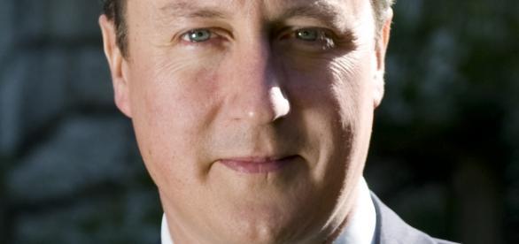 https://upload.wikimedia.org/wikipedia/commons/2/21/David_Cameron_official.jpg