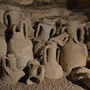 Photo Amphorae by Carol Raddato/CC BY SA 2.0