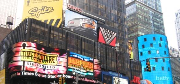 https://upload.wikimedia.org/wikipedia/commons/c/c9/Times_Square_New_York_City_FLIKR_3.jpg