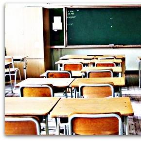 Scuola studentessa ha rapporti sessuali con 25 compagni video sui social ed scandalo - Sesso nel bagno della scuola ...