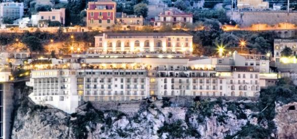 Lloyd's Baia Hotel e Re Maurì a Salerno