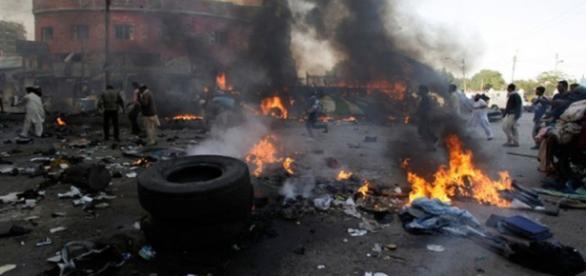 Spitale bombardate și aproape 960 de morți