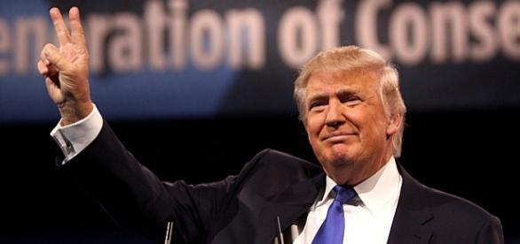 Triumfujący (czy na długo?), antysystemowy Donald Trump