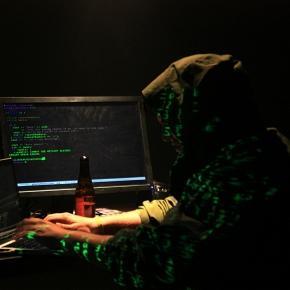 Impression of a hacker's studio (Flickr / Katy Levinson)