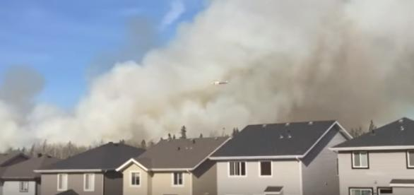 Smoke plumes above a Fort McMurray neighborhood | Youtube: Cortland Cronk