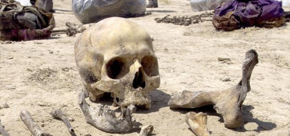 Peste 50 de gropi comune au fost descoperite în fostele teritorii controlate de Statul Islamic
