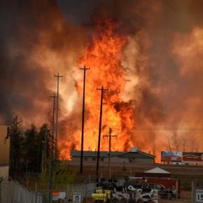 Fire rages in Fort McMurray, AB | via Terry Reith CBC/Supplied Handout