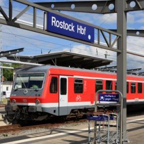Angriff im Zug nach Rostock sowie auf dem Bahnhof