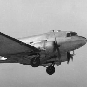 https://en.wikipedia.org/wiki/Douglas_C-47_Skytrain#/media/File:Douglas_C-47_Skytrain.jpg