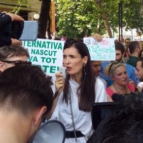 Clotilde Armand în timpul unor proteste foto: romaniacurata.ro