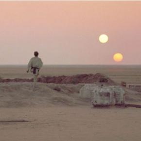 La celebre scena del tramonto con due soli in un film della saga di Guerre Stellari