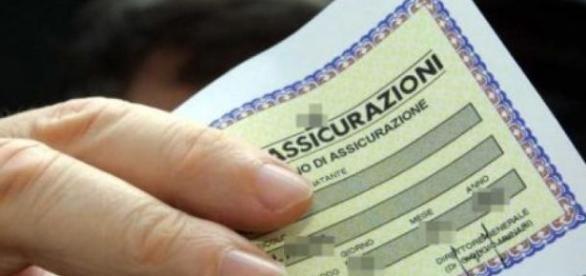 La RC Auto italiana costa meno ma è ancora troppo alta.