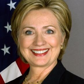 Official portrait of Clinton (Wikipedia)