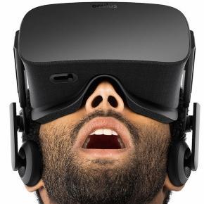 una persona normal, probando la inmersion que crea la oculus rift