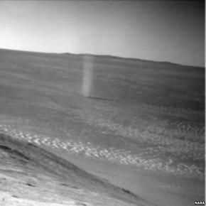 Probe captures dramatic shot of Martian dust devil