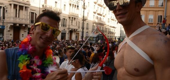 flashmob davanti la scalinata del Palazzo delle Poste di Palermo per il LTGB Pride 2016.