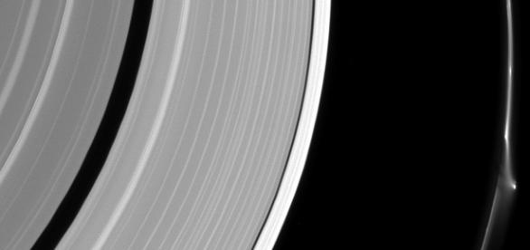 Obiect misterios descoperit pe Saturn