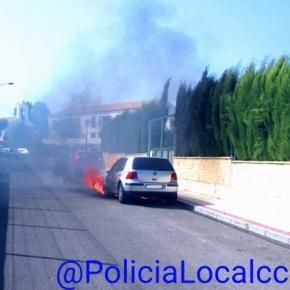 Coche ardiendo - Foto Twitter Policía Local