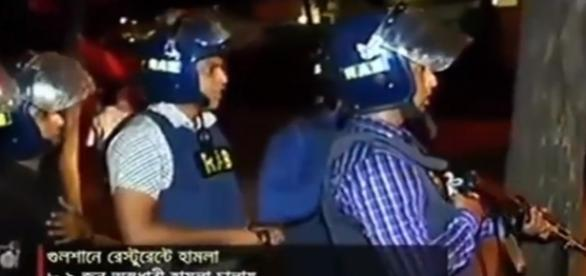 Bangladesh policemen exchange gun-fire with terrorists in Dhaka/Photo via YouTube
