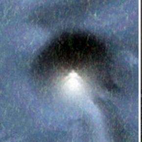 Piramida subacvatica descoperita cu Google Earth