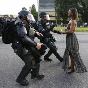 Leshia Evans' image: The image has been hailed as one of the most important news image of recent times... - 20minutes.fr