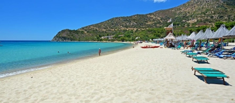 Matrimonio Spiaggia Villasimius : Sardegna ruba la sabbia dalla spiaggia di villasimius
