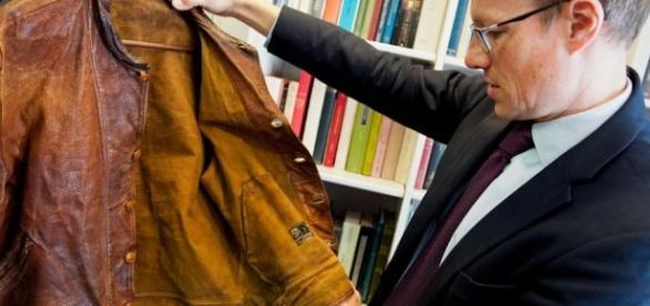 Einstein's jacket, from http://www.slashgear.com/albert-einsteins-pungent-leather-jacket-auctioned-for-144k-13448231/