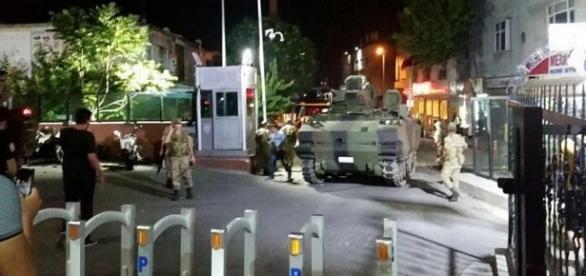 O parte a armatei turce a preluat puterea în Ankara și Istanbul