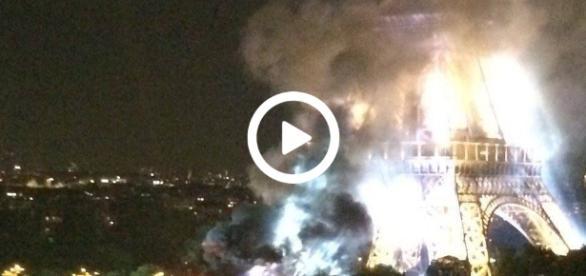 W pewnym momencie na Wieży Eiffela pojawił się ogień