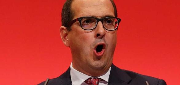 Owen Smith's challenge to Jeremy Corbyn may actually benefit the incumbent Labour leader