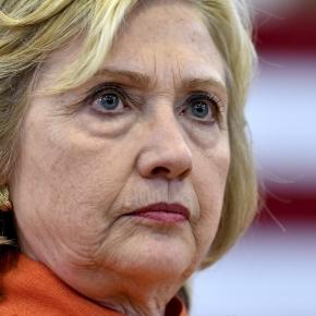 Reading Hillary Clinton's body language when she talks about the ... - reuters.com
