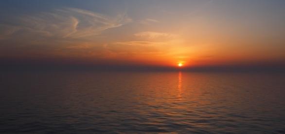 https://pixabay.com/en/sunset-south-china-sea-sky-nature-1401393/