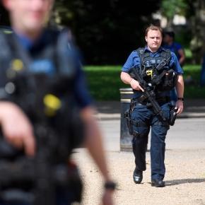 Metropolitan Police Commissioner Sir Bernard Hogan-Howe warns that a terror attack is highly likely. Credit: Blasting News
