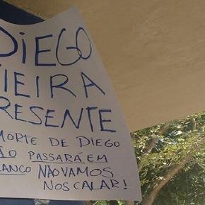 Estudante morto no sábado, Diego é lembrado por colegas em protesto na UFRJ (Foto: Elisa Souza/G1)