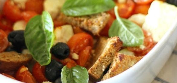 Feta al forno con pomodori e olive