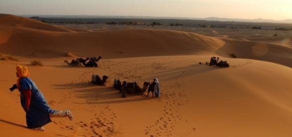 Coucher de soleil à Merzouga, à la frontière maroco-algérienne